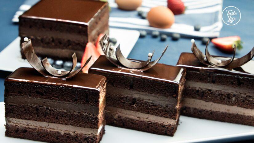 Amazing Chocolate Glazed Cake
