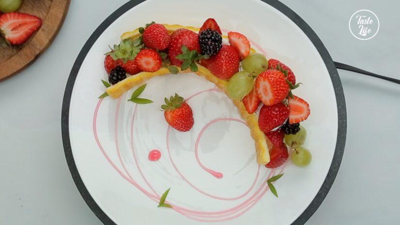 Berry Cream Crescent Moon Cake