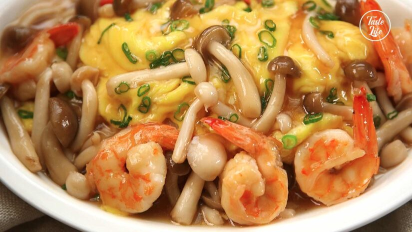 Shrimp and Mushrooms with Scrambled Eggs in Oyster Sauce