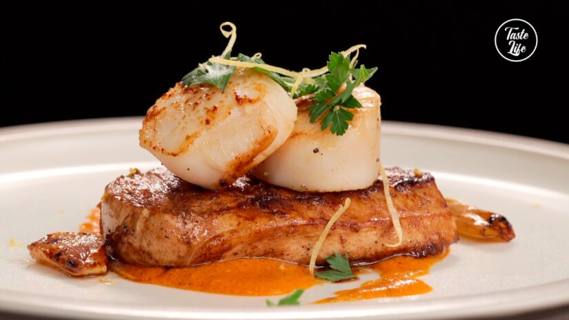 Chicken and Scallop With Tomato Sauce