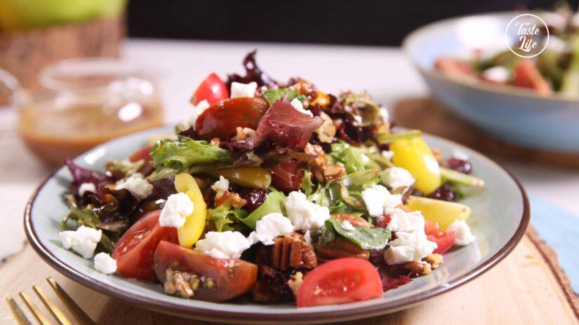 Mix Green Salad With Walnuts