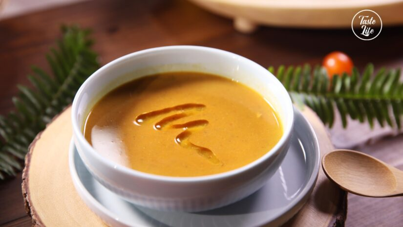 Pumpkin Squash Soup with Coconut Milk