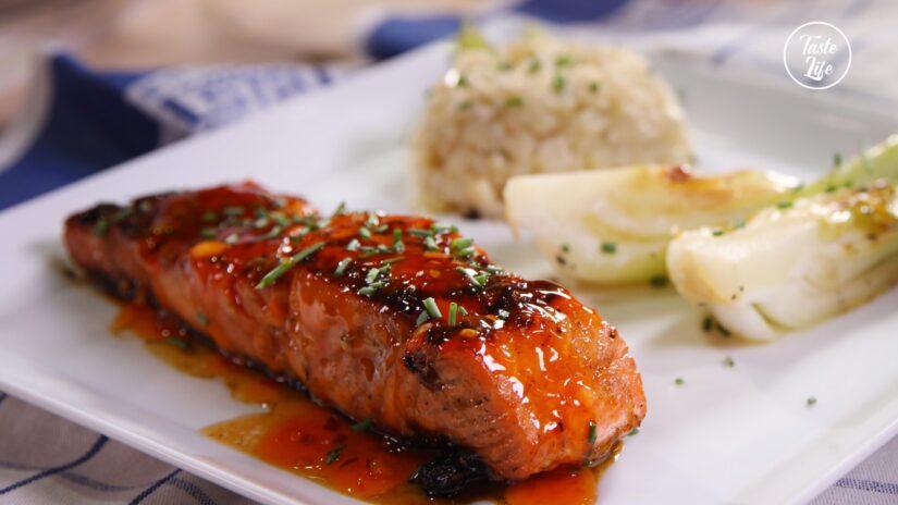 Sweet Thai Salmon With Cauliflower Rice